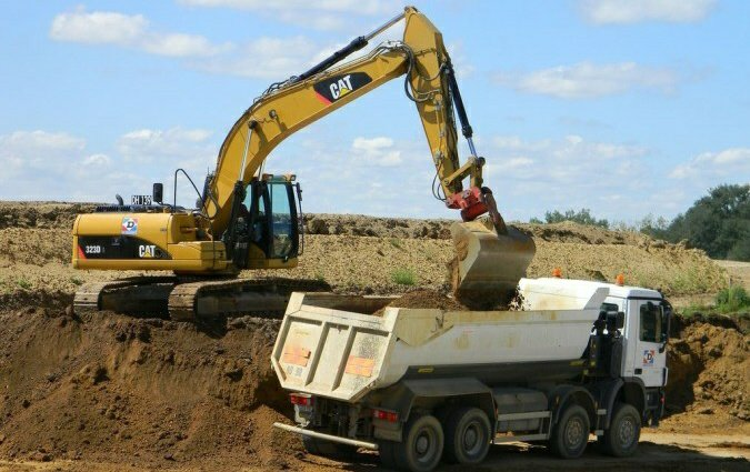 Excavator dan Dump Truck